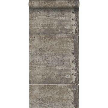 tapet store slidte rustne metalplader med nitter industrigråt